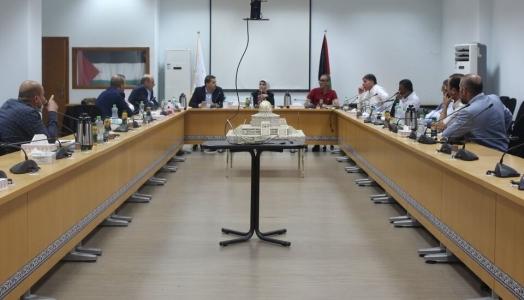 اتحاد الصناعات الغذائية الفلسطينية و وزارة الاقتصاد الوطني يعقدان اجتماع هام مع مصانع الالبان والسلطات الفلسطينية
